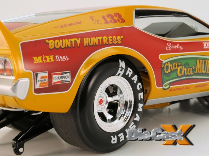 Auto World 1:18 Bounty Hunter and Huntress