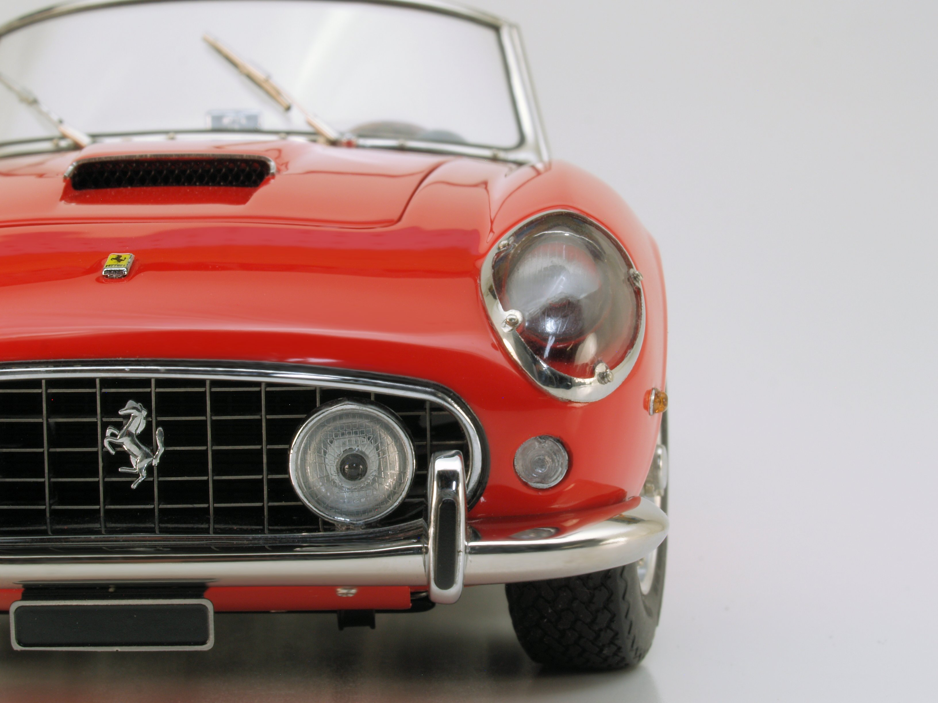 FIRST SAMPLES: CMC's 1:18 1960 Ferrari 250 California