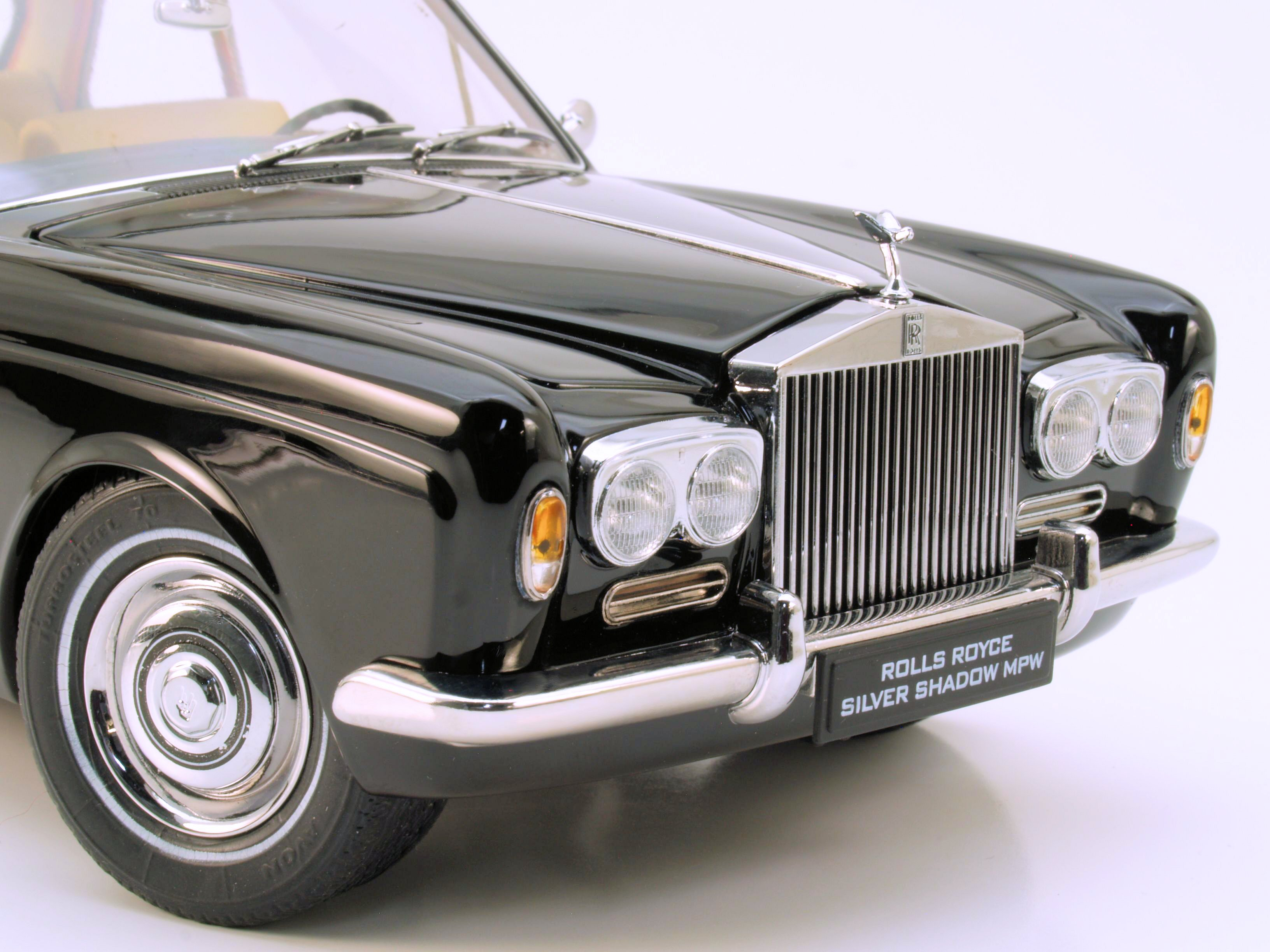 Bonus Photos / Snap Review: Paragon 1:18 1968 Rolls-Royce Mulliner Park Ward Coupe