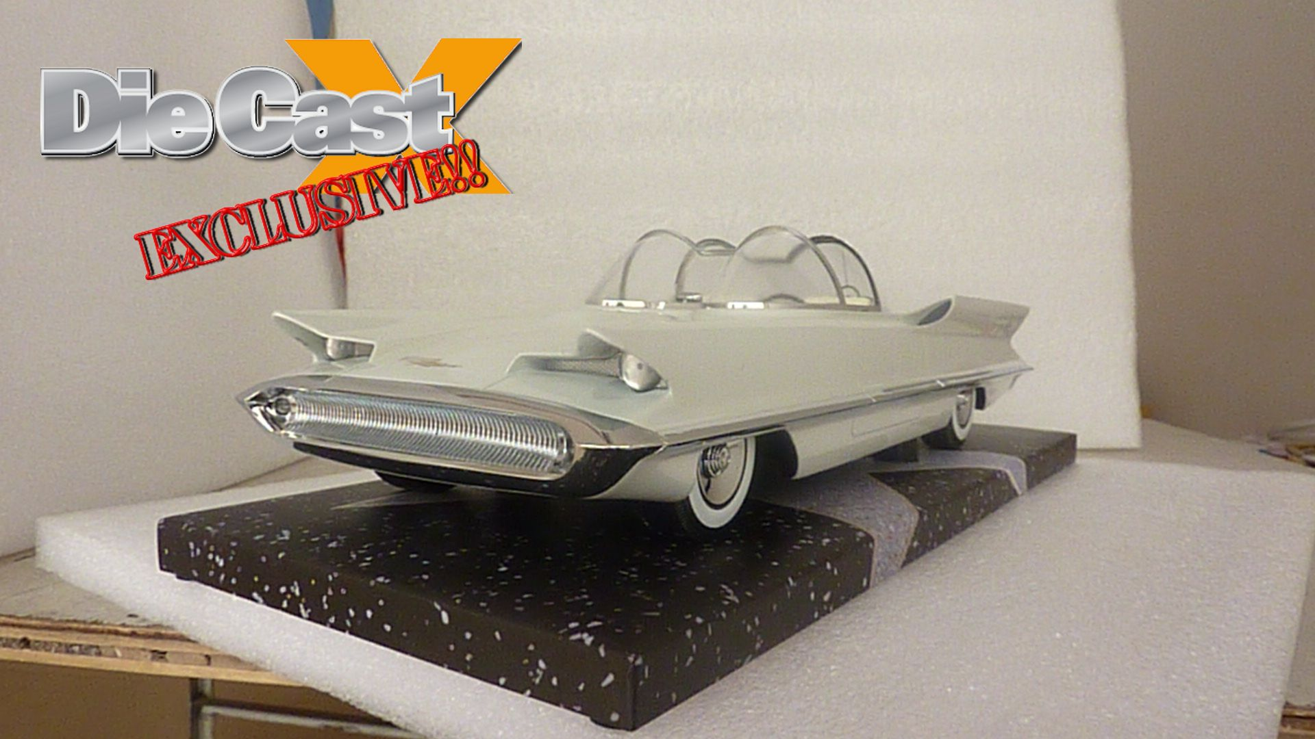 Minichamps 1955 Lincoln Futura: EXCLUSIVE PHOTOS!