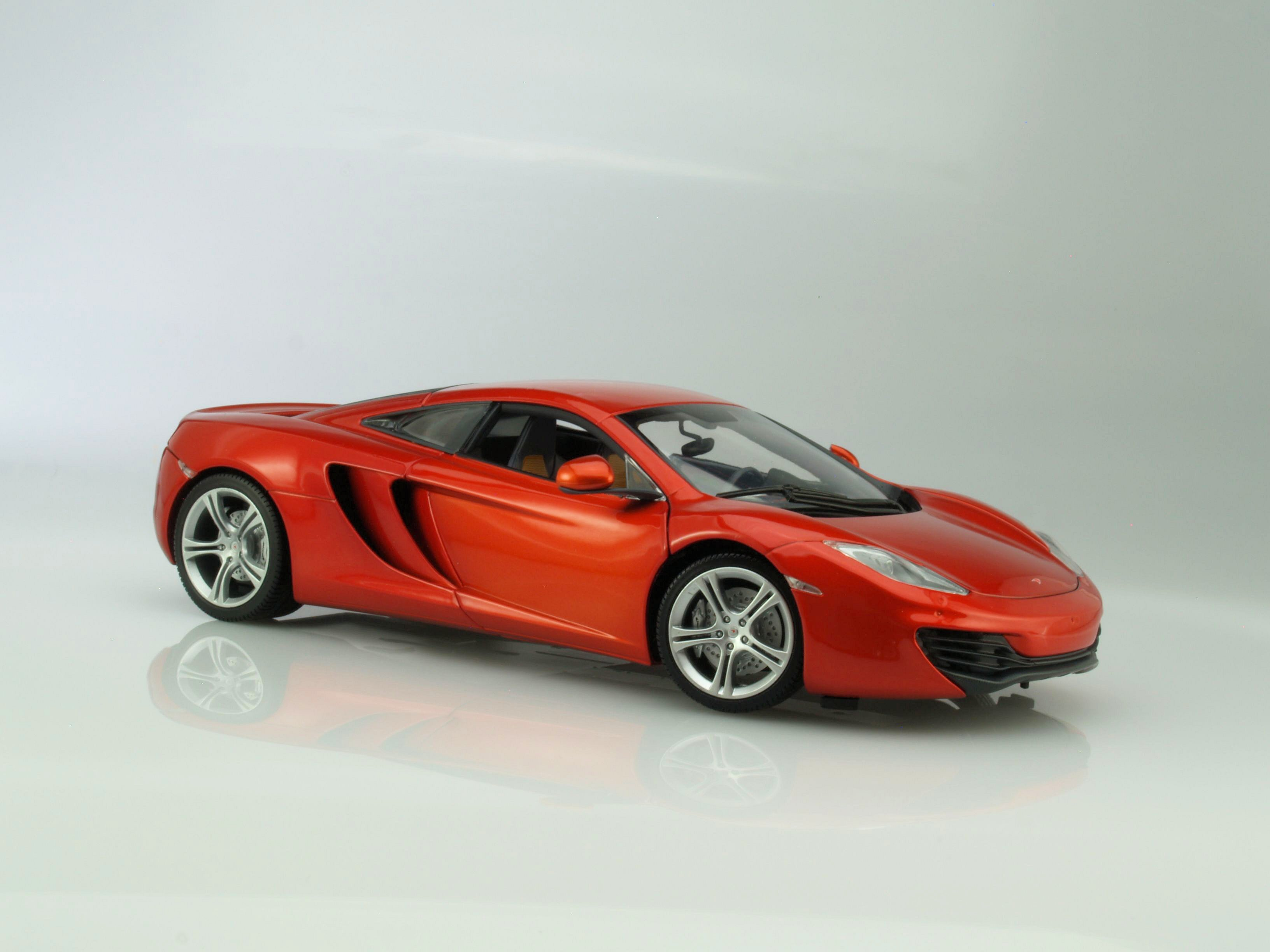 Minichamps McLaren MP4-12C
