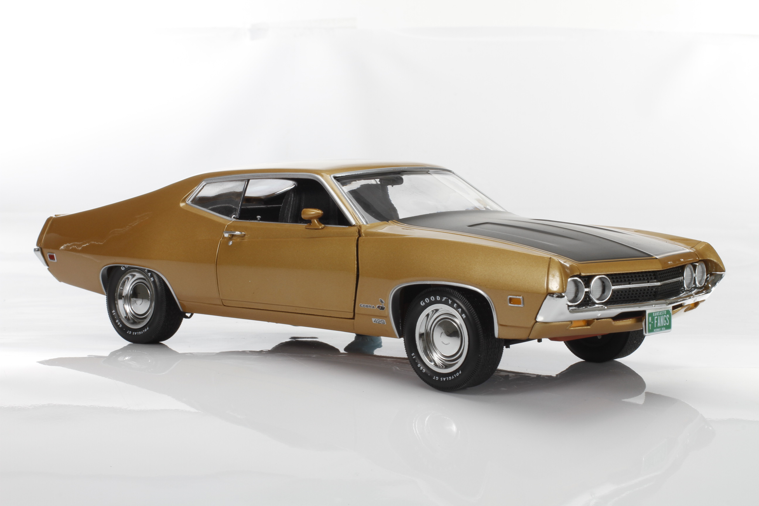 AutoWorld 1970 Ford Torino Cobra, Fanged Fastback! - Online