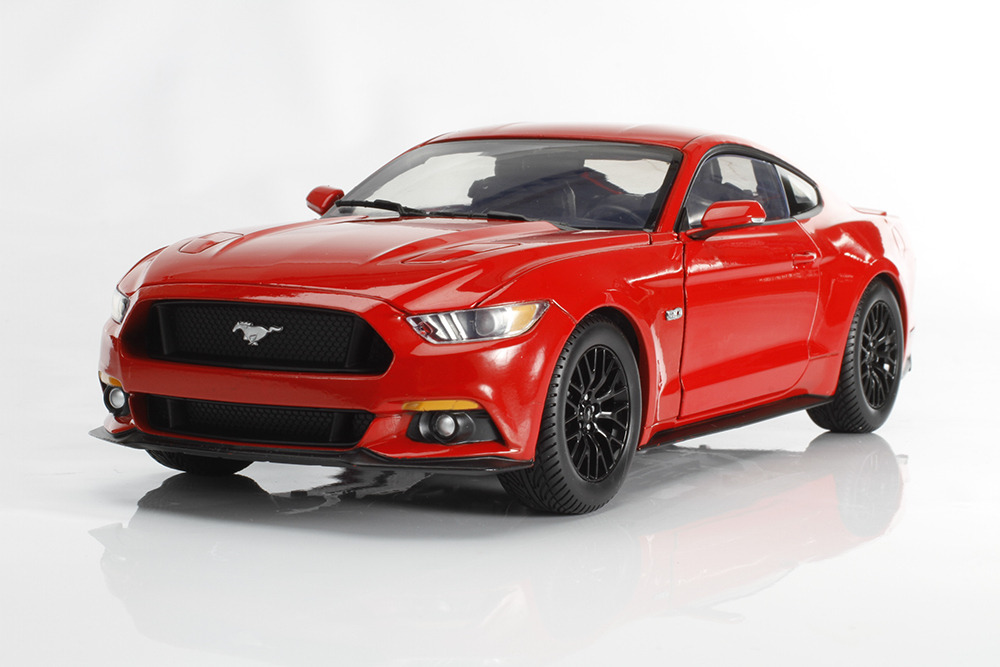 Auto World 1:18 2015 Ford Mustang GT