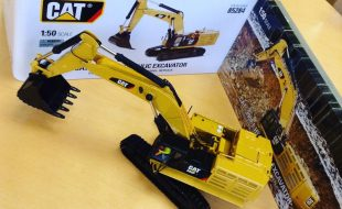 Model of the Day: Dig this Cat Excavator from Diecast Masters