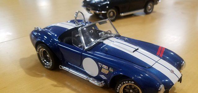 Diecast Head to Head: Kyosho Shelby Cobra 427 S/C vs Auto World 1967 Chevy Corvette L88
