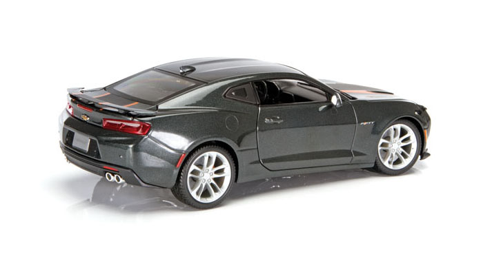 Diecast Review: Auto World and Maisto 50th-Anniversary Camaros fig 1