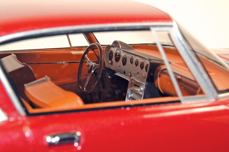 Diecast 1:18 1961–62 Ghia 6.4L - window view