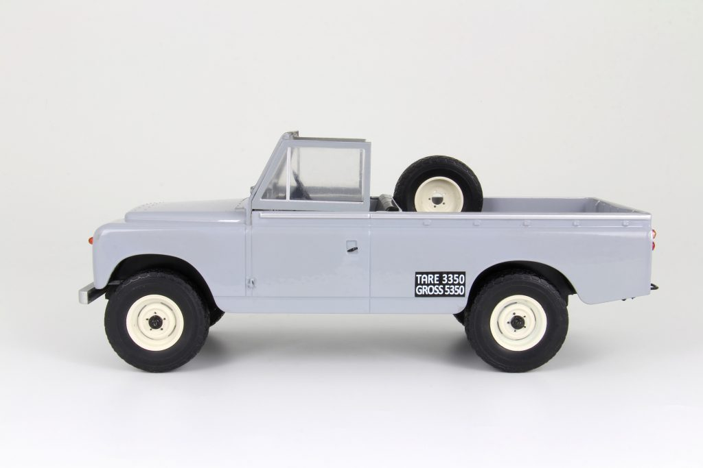Land Rover, classic 4x4, British, safari, pickup, 1:18, diecast, resin, collectible