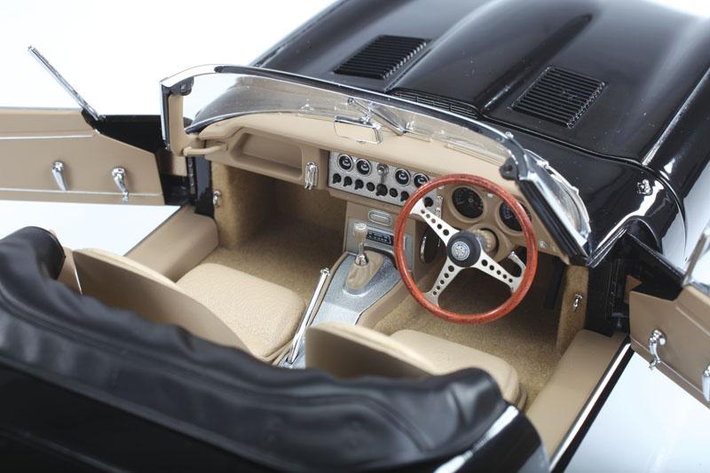 AUTOart Jaguar E-Type 3.8L Series 1 - brushed aluminum console