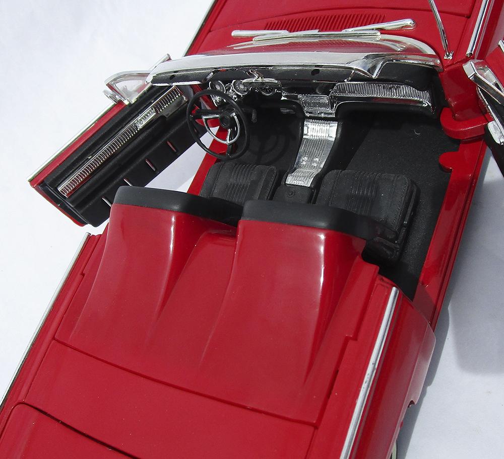 Diecast Model, 1:18 Diecast, 1/18, Diecast Replica, Classic, Thunderbird, T-Bird, Collectible
