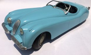Diecast Review: Vintage Doepke Jaguar XK 120 (Rear View)