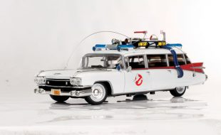 Auto World Ghostbusters Ecto-1 1959 Cadillac